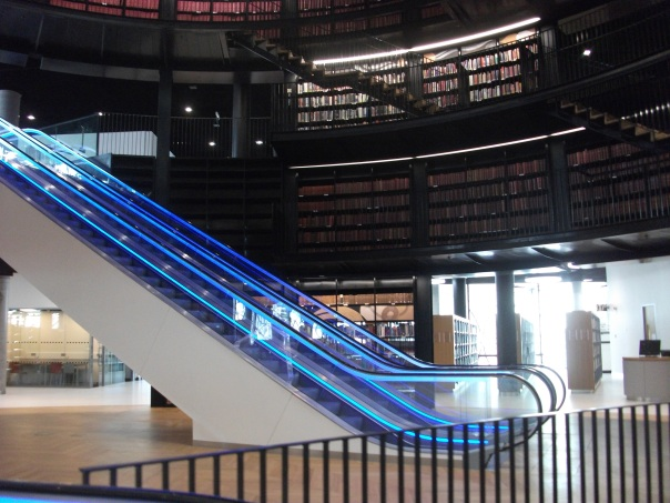 THe centre of the Library is huge and open, with escalators and a massive travellator enabling movement around the galleries.